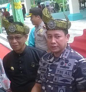 Panglima Armada RI Kawasan Barat,Laksamana Muda TNI Aan Kurnia S.Sos  bersama Bupati Lingga, Alias Wello