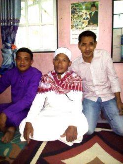 Ustad H.Taufik Asnawi Mahmud (tengah