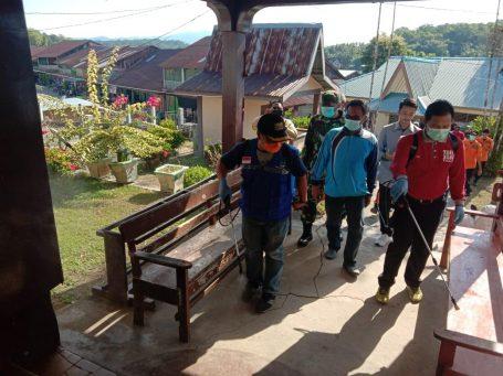 Wakil Bupati Lingga lakukan penyemprotan disinfektan di Selayar