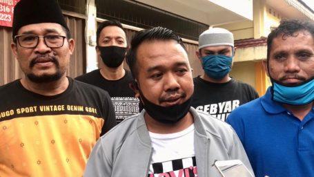 Gandeng Nurdin, KNPI Lingga Bagi Takjil dan Himbau Masyarakat Untuk Tidak Mudik