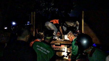 Malam Takbir, Puluhan Petugas Kebersihan Telusuri Jalanan Dabo