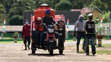Kelurahan Dabo Lakukan Penyemprotan Disinfektan ke Fasilitas Umum