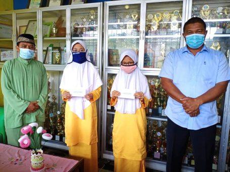 SMP Negeri 2 Singkep Salurkan Zakat Profesi dan Infak Ramadan kepada 83 Orang Peserta Didik