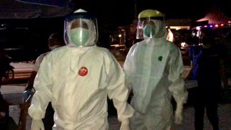 Pengunjung dan Pemilik Tempat Hiburan di Dabo Dikenakan Swab Antigen