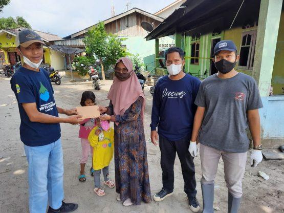 Perumdam Tirta Lingga Salurkan Bantuan Korban Kebakaran